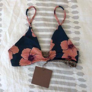 ✨NWT ACACIA Napali top Hibiscus